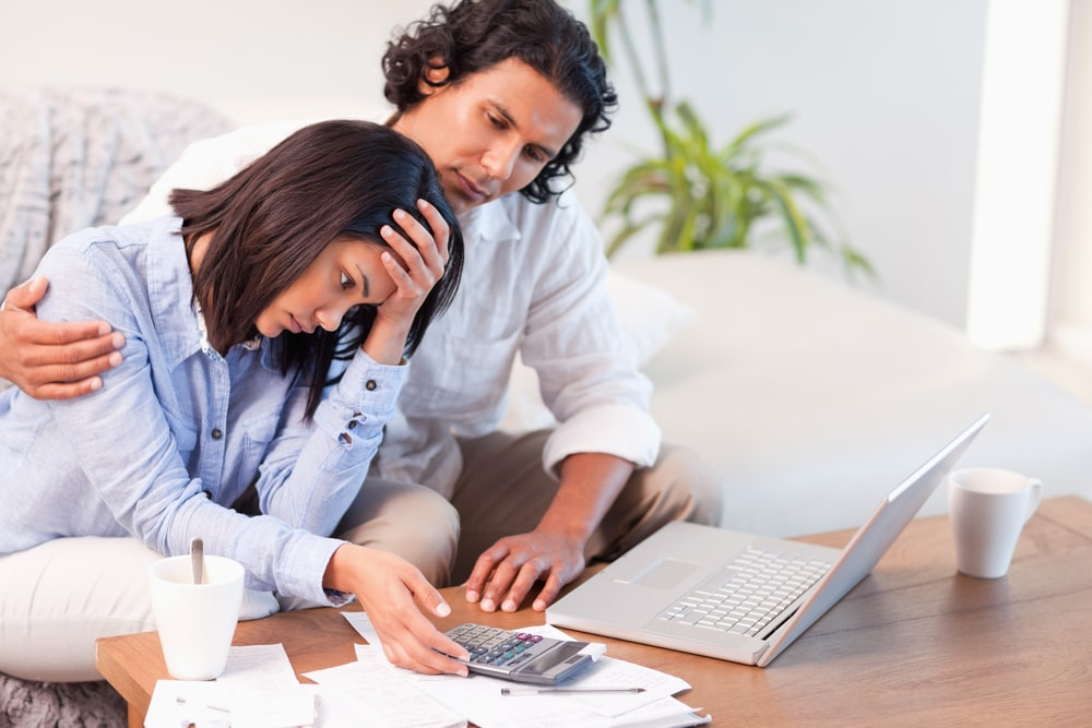 couple-with-financial-stress