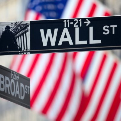 wall-street-sign-with-american-flag-min