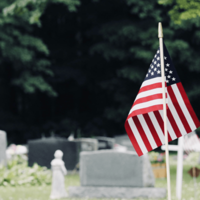 grave-site-with-american-flag