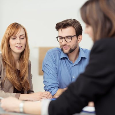 young-couple-meeting-with-advisor
